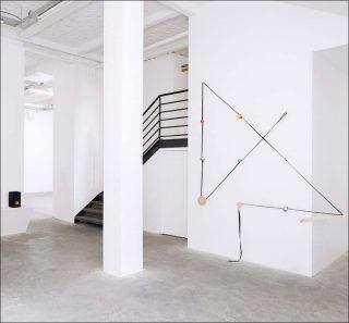 Harpsichord Suite For Stills Dogs, installation, Yann Sérandour
