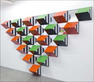 Pyramidal, hauts-reliefs-A2, installation, Daniel Buren