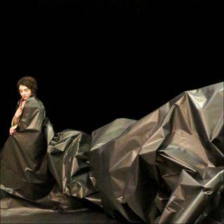 Phia Ménard (Cie Non Nova), Les Os Noirs, 2017