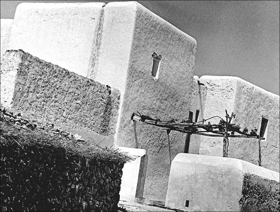 Maison paysanne, photo, Raoul Hausmann