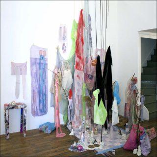 Trous, installation, Tricia Middleton