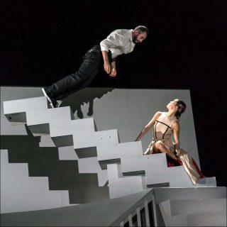 Honji Wang et Sébastien Ramirez (Cie Wang Ramirez) et Nitin Sawhney, Dystopian Dream, 2017