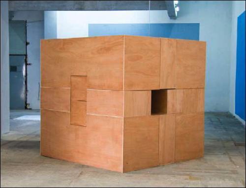 Évariste Richer, Casse tête, 2009. Bois contreplaqué, 200 x 200 x 200 cm