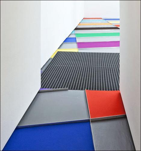 Veit Stratmann, Un Sol parisien, 2010. Moquette, cornières d'aluminium. Dimensions variables. Courtesy Galerie Chez Valentin, Paris/ photo: Florian Kleinefenn