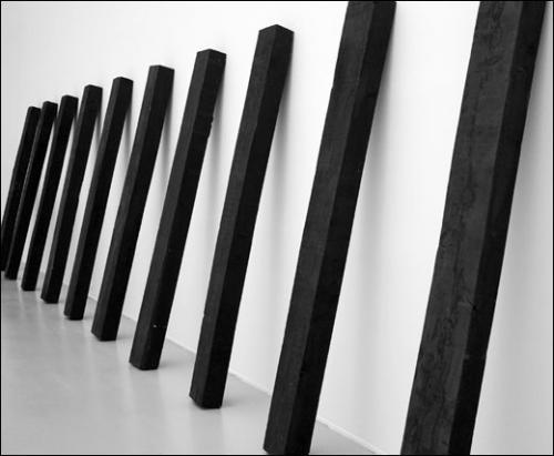 Richard Nonas, Untitled, 2012. Vue de l'exposition à la galerie Anne de Villepoix, 2012.
