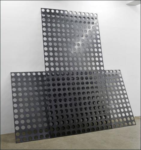 isorel perfore panneaux muraux de rangement pour outils crochets gris designer ukrainien. Black Bedroom Furniture Sets. Home Design Ideas