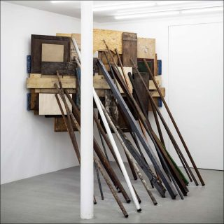 Composition sur angle n°6, installation, Claude Cattelain