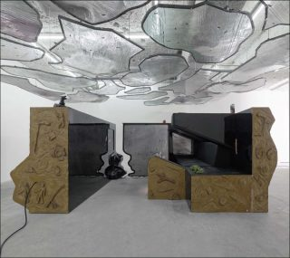 Néolibéral, installation, Neïl Beloufa