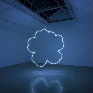 Aube bleue, installation, Claude Lévêque