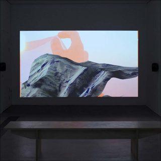 Sunstone, vue d'installation du film, Louis Henderson et Filipa César