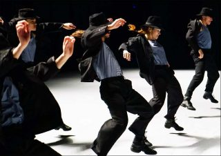 Ohad Naharin (Cie Batsheva - The Young Ensemble), Decadance, 2000