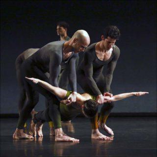 Merce Cunningham (par le Ballet de l'Opéra de Lyon, sous la direction de Yorgos Loukos), Exchange, 1978 (2019)