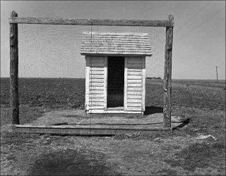 Wright Morris, Cabinet extérieur, Nebraska, 1947.
