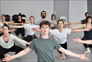 Josette Baïz (Cie Grenade) d'après Ohad Naharin (Batsheva - The Young Ensemble), Kamuyot (2003), 2018