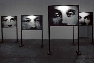 Christian Boltanski, Les Écrans, 1999.