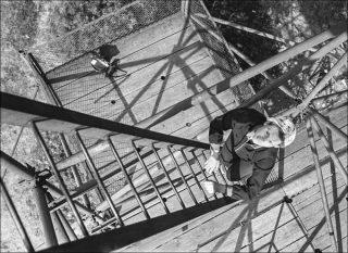 Vilmos Zsigmond, Betty sur l'escalier dans les collines de Bükk, Hongrie (détail).