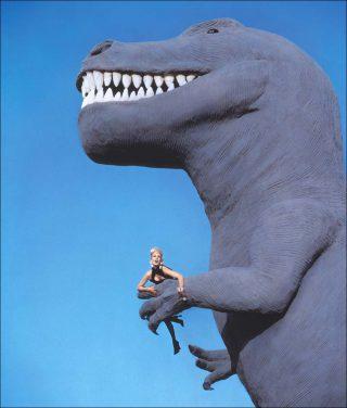 Manfred Thierry Mugler, Dinosaures Cabazon, Californie, États-Unis (détail), 1991.